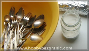 Miska, sol i srebro, przygotowani do czyszczenia